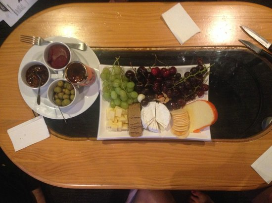 Zest Food Tours of New Zealand: Fruit and Cheese