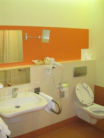 Dikul Centrum Hotel: Ванная комната