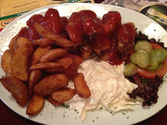 Virginia American Bar: Wings mit Kart.Ecken und Krautsalat