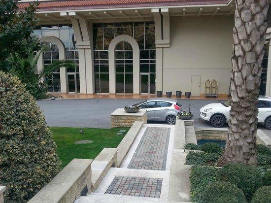 Grand Hyatt Istanbul: Вид на внутренний двор отеля
