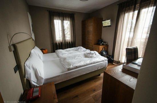 Family Hotel Gran Baita: Номер в старом корпусе (над рестораном)