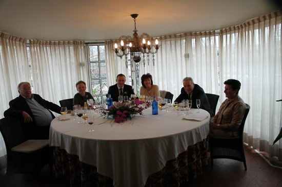 Jai-Alai: La misma mesa pero con nosotros.
