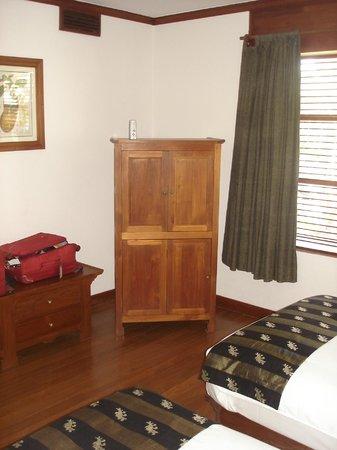Belmond Governor's Residence: Typical burmese furniture at Governor's Residence suíte in Yangon