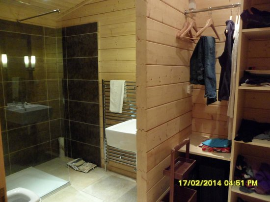Dacre Lakeside Park: lodge 1   ensuite  to the double bedroom