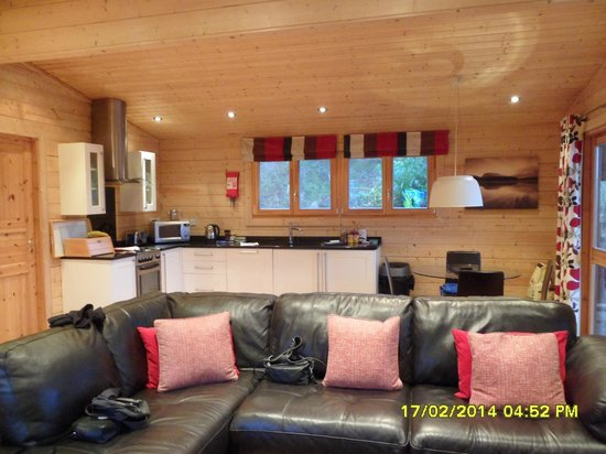Dacre Lakeside Park: lodge 1 kitchen area