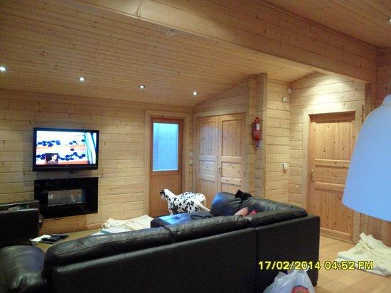 Dacre Lakeside Park: lodge 1 living room area