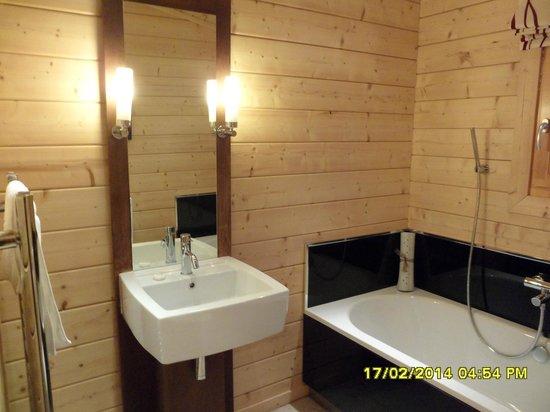 Dacre Lakeside Park: twin bedroom ensuite in lodge 1