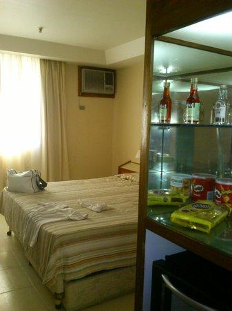 Atlântico Copacabana Hotel : Imagen de la habitación y frigobar...