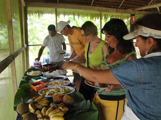 Amazon King Lodge: Lunch buffet at the Lodge