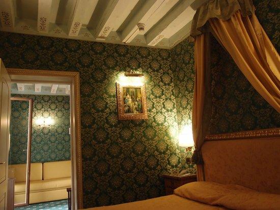 Santa Marina Hotel: обстановка в номере