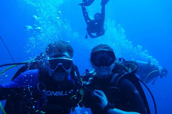 Sea Saba Advanced Dive Center: Dive Buddies at Mt Michele