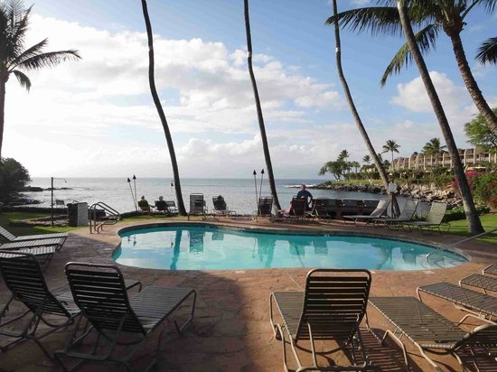 Honokeana Cove Condominiums : Heated sparkling pool with view of the ocean.