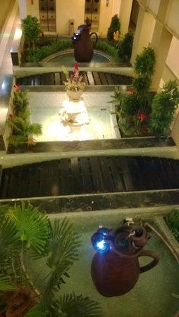 La Casa Inn: The Lobby