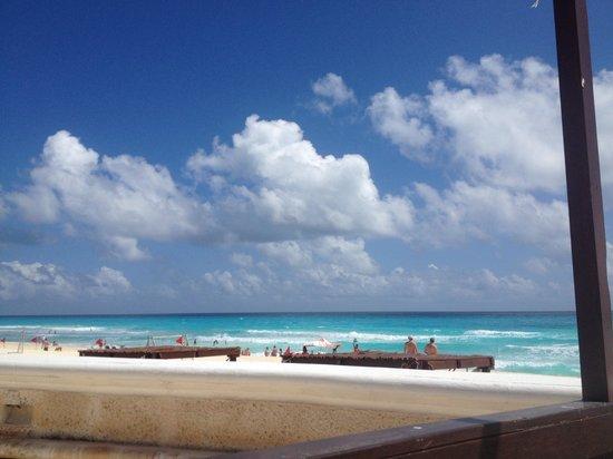 Sandos Cancun Lifetyle Resort: Beach view