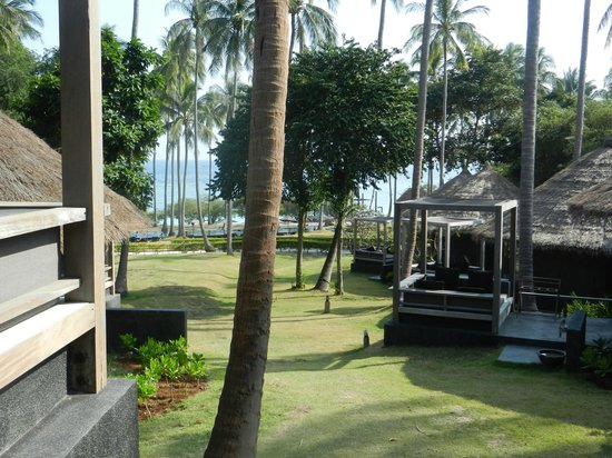Haadtien Beach Resort: View from Getaway Villa down to the beach