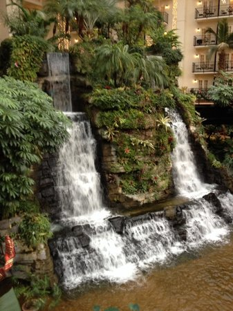 Gaylord Opryland Resort & Convention Center: Cascades waterfall