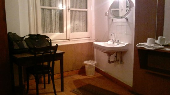 Pension Roma: good looking room with a washbasin2