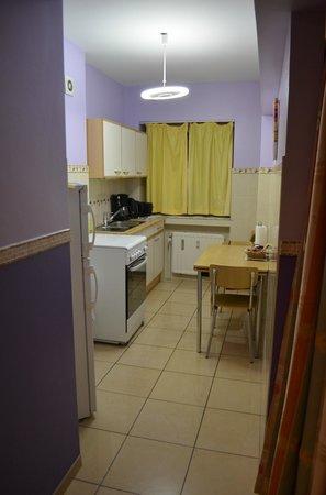 Residence Bara : Apartamento - Cocina