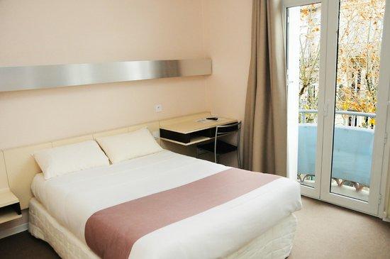 Hotel Mondial : Chambre lumineuse