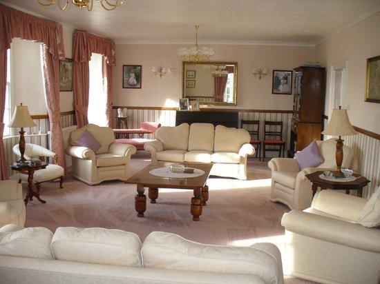Grove Lodge Country House: Main Lounge