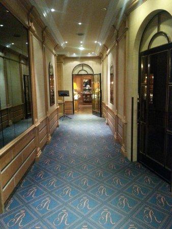Hotel Regent: pasillo hacia el desayuno
