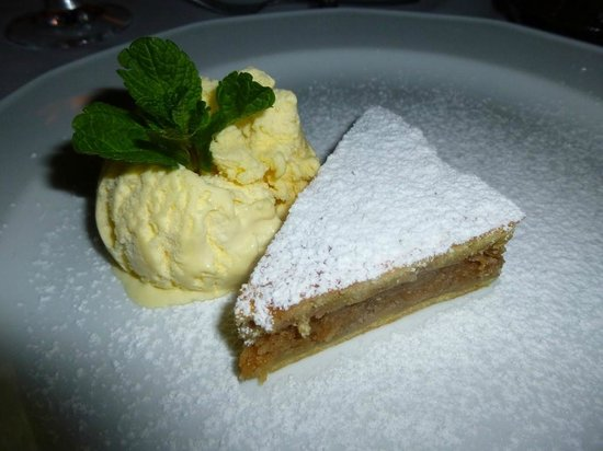 Cafe Bouchon : tarte pomme canelle noix et sa glace vanille