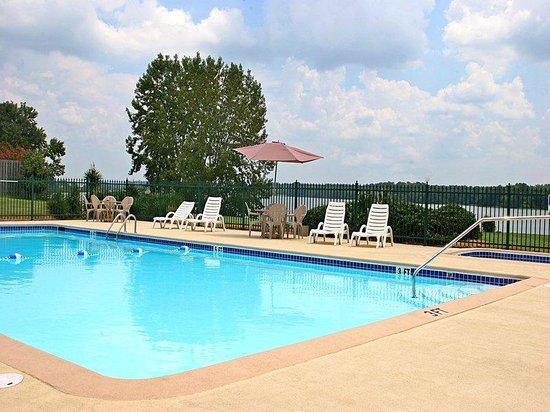 Americas Best Value Inn Riverside/Pell City: Outdoor Pool
