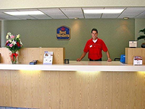Americas Best Value Inn Riverside/Pell City: Front  Desk
