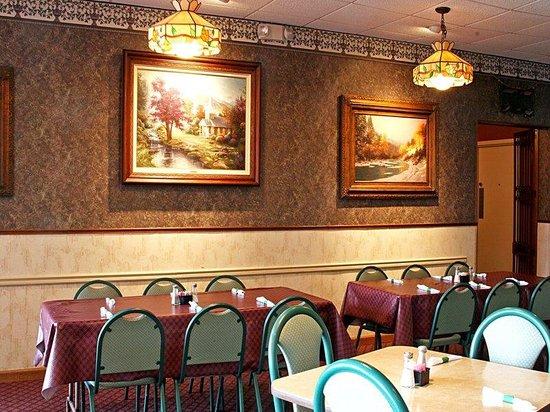 Riverside, AL: Dining Area