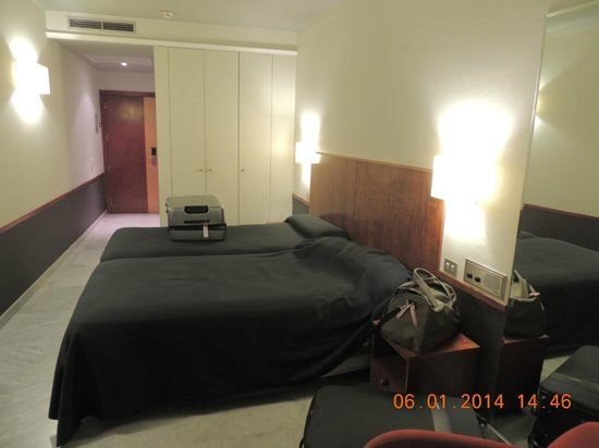 Onix Fira Hotel : interior apartamento
