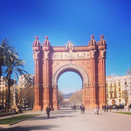 Catalonia Born: such a good location. right near the metro!