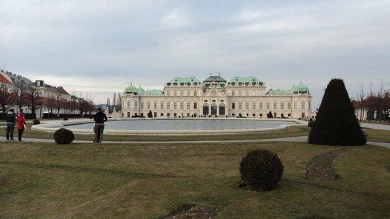Belvedere Palace Museum : Vista a partir da principal entrada.