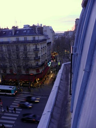 BEST WESTERN PREMIER Royal Saint Michel: Room with a view onto Blvd. St. Michel