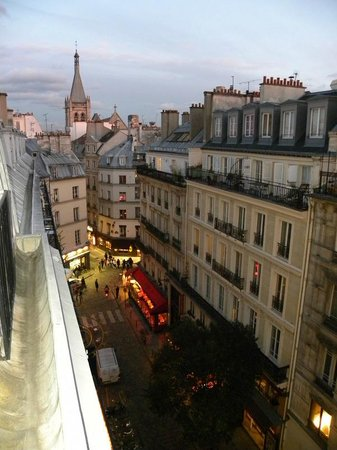 Hotel Royal Saint Michel: View of Rue St. Severin