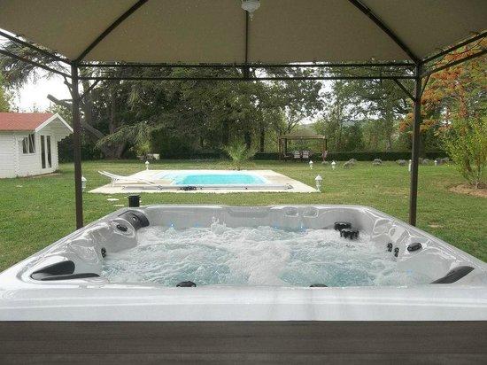 Chateau Du Vergnet : Spa et piscine