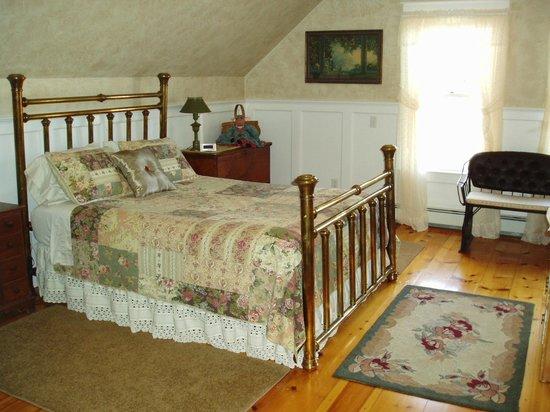 Antiqued Inn Time B&B: Royalton Room