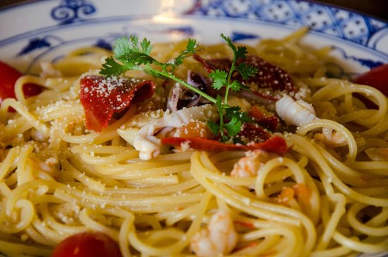The Lonely Tree Cafe : Spaghetti aglio e olio with spicy shrimps
