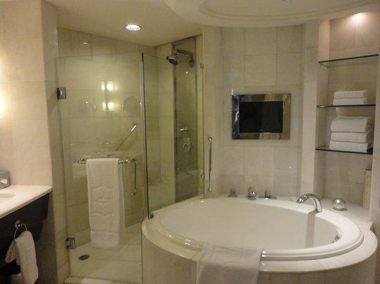 Shangri-La Hotel Kuala Lumpur : Bathroom