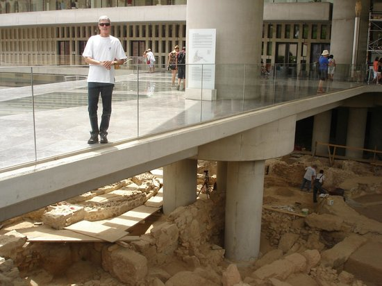 Akropolismuseum: Archaeologists working in another area of the Acropolis Museum in Athens