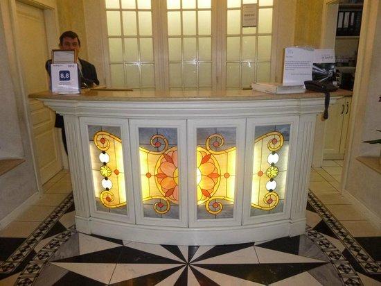 Queen's Court Hotel & Residence: conciergerie