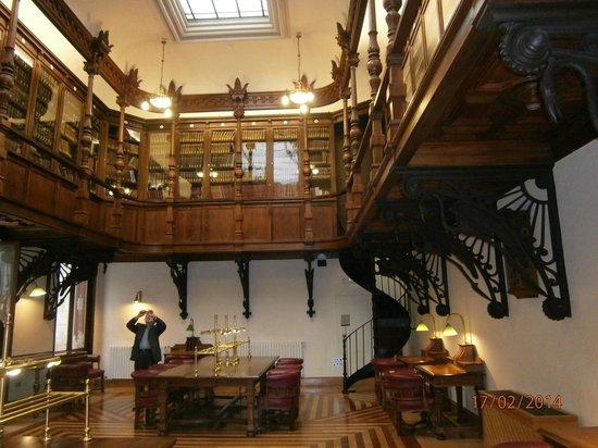Real Casino de Murcia: La biblioteca.
