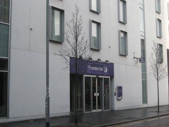 Premier Inn Belfast City Cathedral Quarter Hotel: Entrance