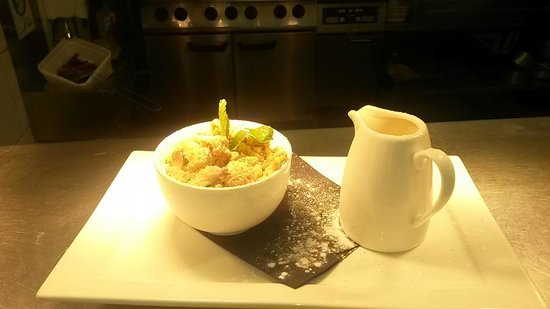 The Swan on the River: Classic apple crumble