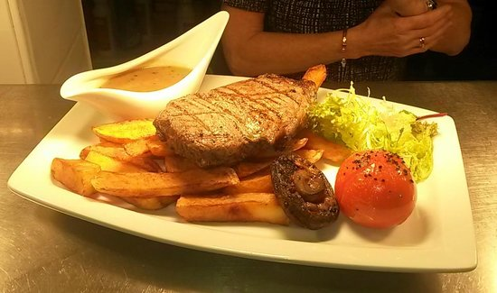 The Swan on the River: 8oz Norfolk reared Aberdeen Angus sirloin steak - a quality pub classic