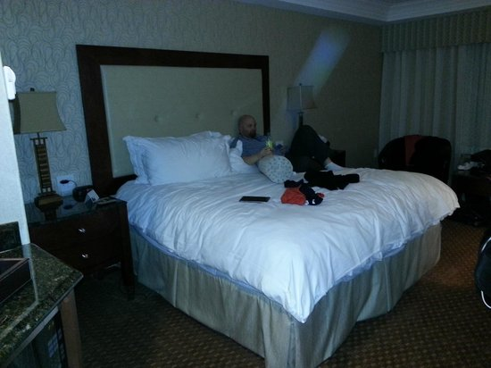 Town & Country Inn and Suites : huge super comfy bed