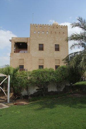 Al Maqtaa Fort: Maqta Fort from parking area