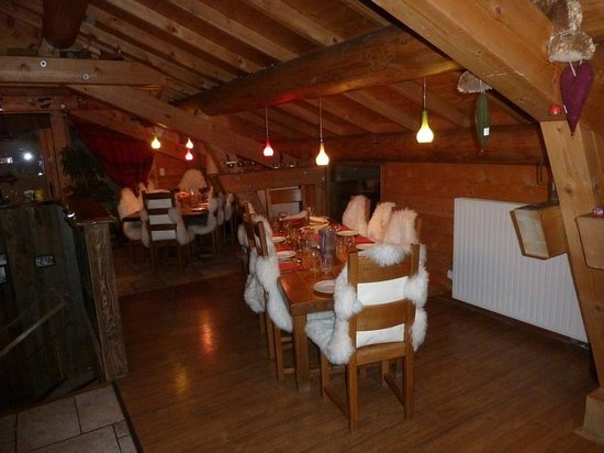 Chalet Caroline : the dining area...