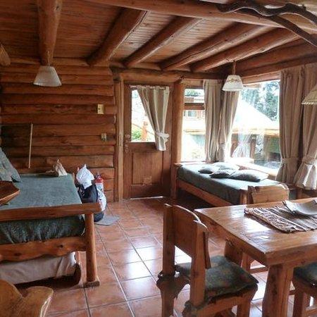 Cabanas La Deseada: comedor con dos sillones cama