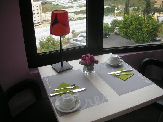 L'Hôtel de mon Père : Hotel restaurant - at Breakfast