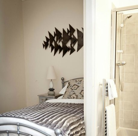 The Eagles Hotel: SINGLE BEDROOM WITH ENSUITE SHOWER